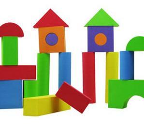 一类是拼图玩具,拼图玩具可以是各种动物拼图、字母拼图、立体积木