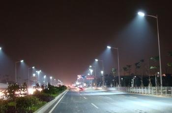 新型LED路灯光利用率最高达81%