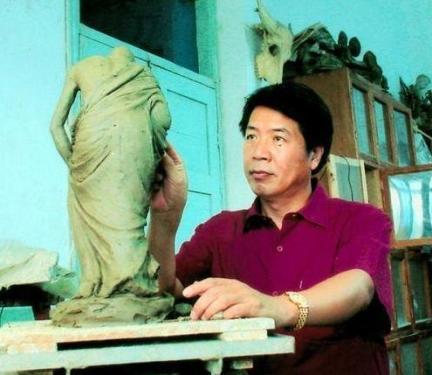 福建莆田的木雕大师佘国平创作了《四大美女》等