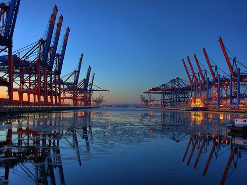 沿海港口货物吞吐量同比增长