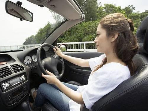 女性开车易犯的驾驶问题