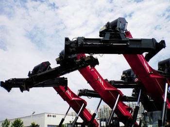 四月机械业发展跌宕起伏