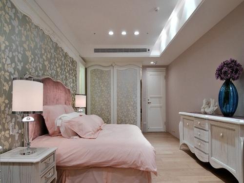 卧室墙纸的搭配技巧