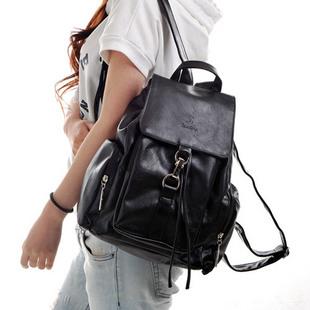 背包的姿势也尤为重要,比如说把斜挎包当作单肩包背的,过长的图片