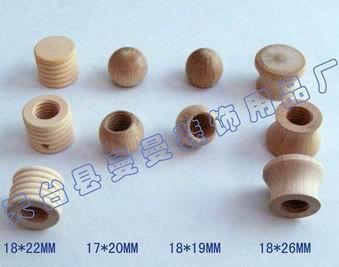 各种尺寸的木制工艺品:香水瓶盖,木盖,香木珠,木工艺品,木塞,木球