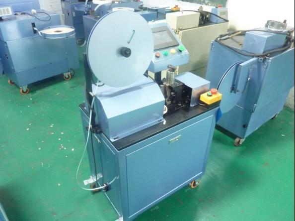 华源电机设备有限公司研发的定子槽片机和嵌线机合为子母机
