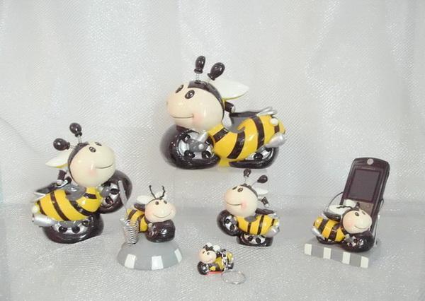 卡通蜜蜂摩托车