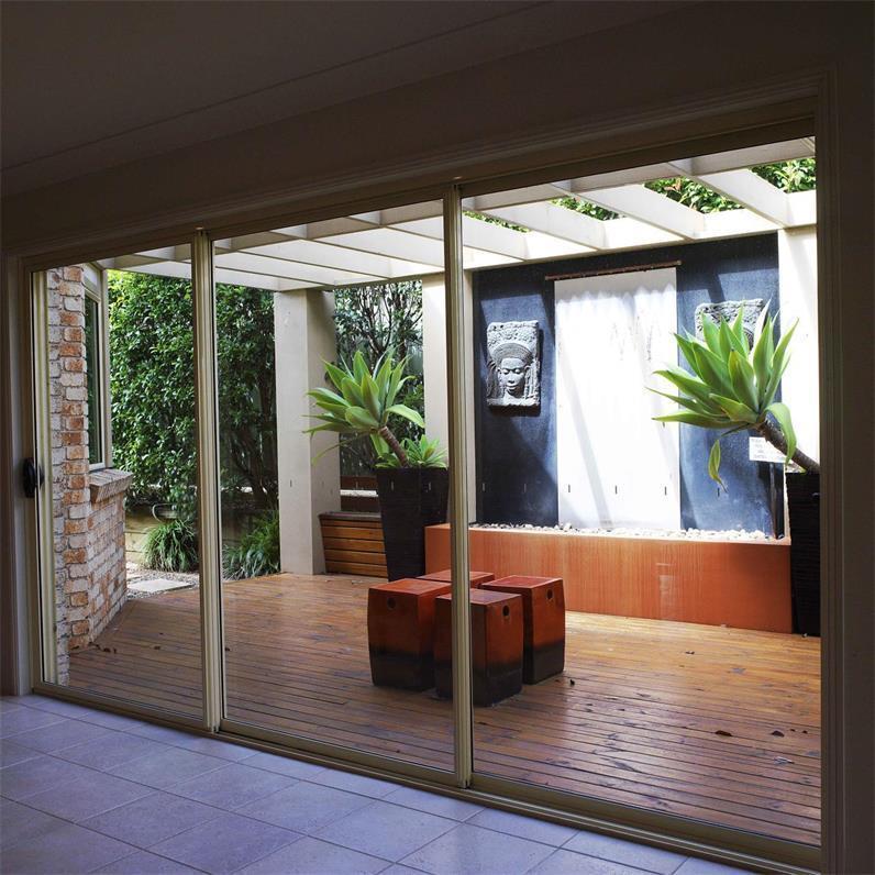 推拉门有不占据室内空间的优点,外观美丽,价格经济,密封性较好.