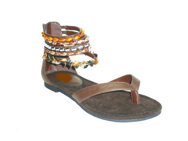 波西米亚风格缝珠平底凉鞋
