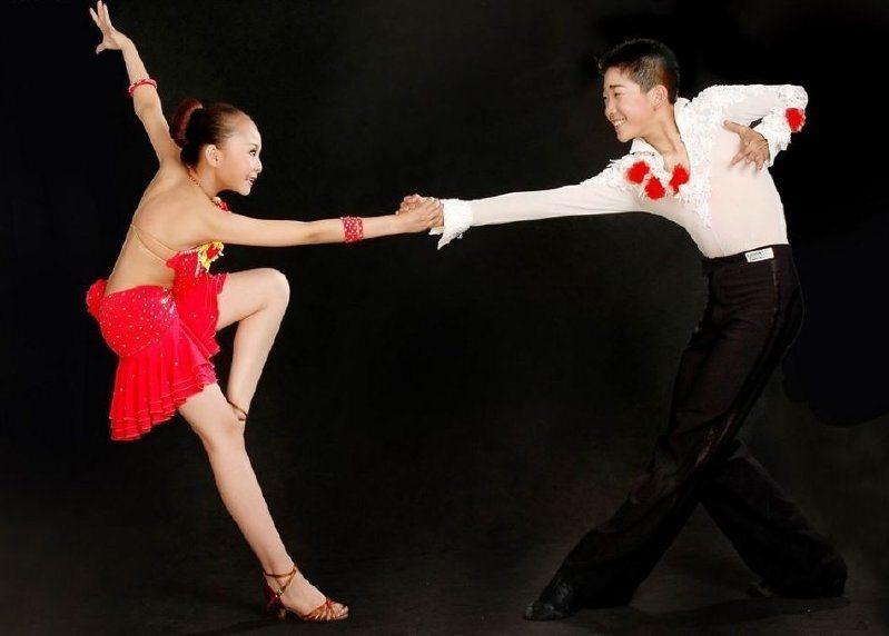 郑州少儿拉丁舞表演图片