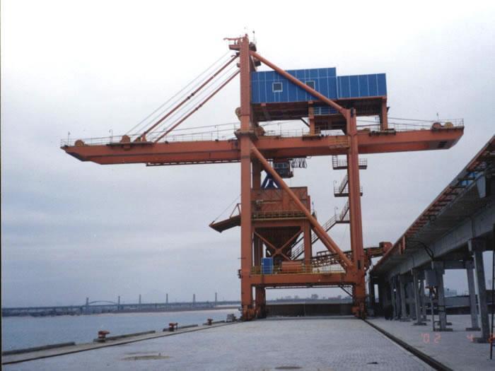 包括:卸船机,斗轮机,装船机,皮带机,桥机,集装箱岸桥和场桥,龙门吊,门