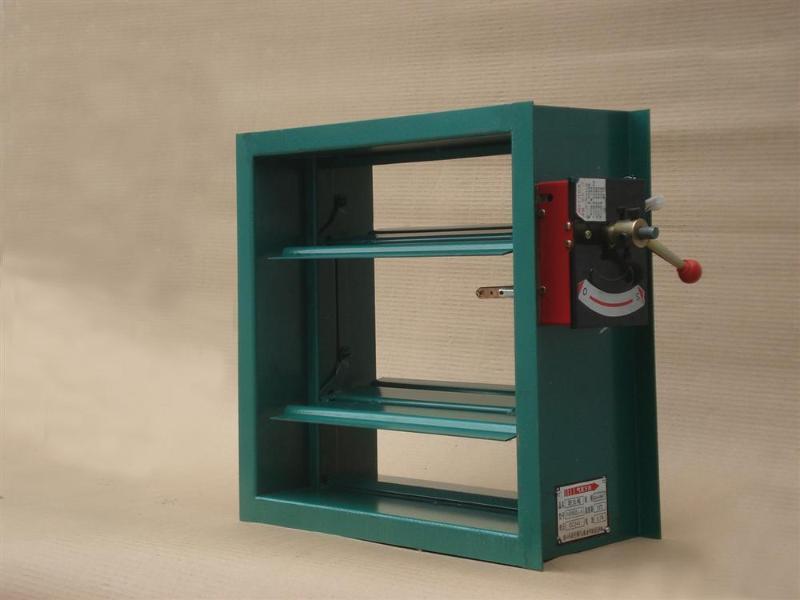 防火阀应安装在紧靠墙或楼板的风管管段中,防火分区隔墙两侧的防火阀图片