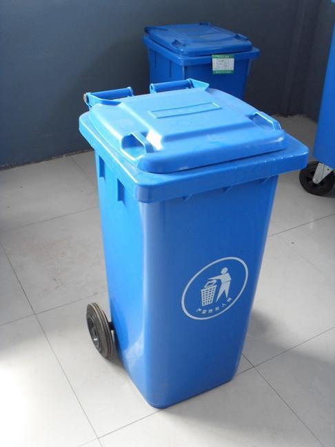 也有着完好的展现,我们习惯性的将垃圾扔入垃圾桶,对于现在很多的小孩图片