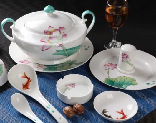 手绘荷塘情趣餐具图片,手绘荷塘情趣餐具高清图片-瓷