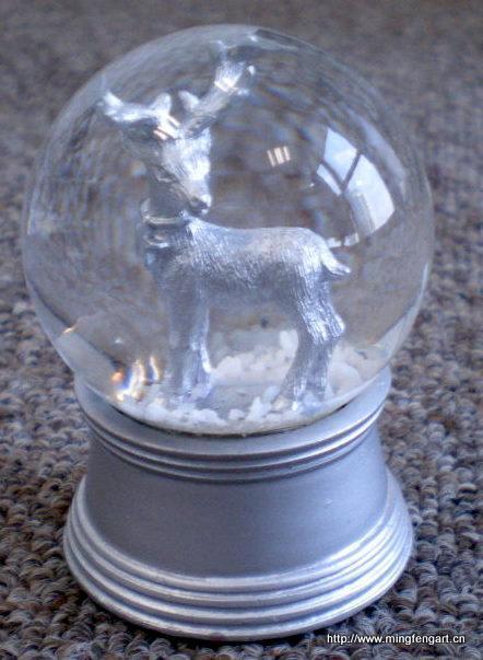 产品详情        树脂工艺品     品名:树脂银鹿水晶球     类型:动物