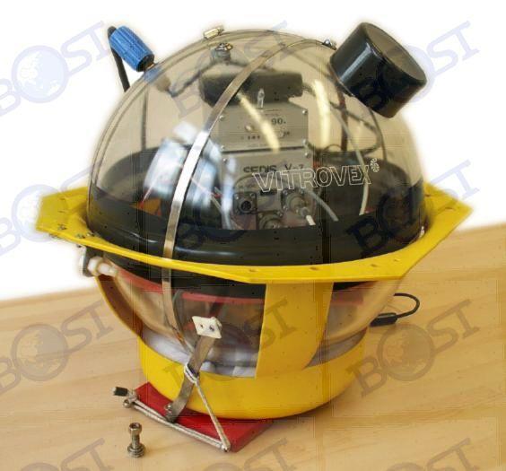 Geopro海底地震仪(OBS)   一、前言   Geopro公司成立于1994年是专门从事海底地震仪(OBS)开发、制造,海洋地球物理调查和海洋油气勘探的专业公司。   在总部办公室设有专门机构利用最先进的软件进行数据处理、解释和分析工作,野外工作队伍则利用公司研发和制造的最先进设备从事数据采集。   Geopro公司的主要产品有:   海底地震仪OBS,用于海洋油气勘探,天然地震监测和海洋地球物理调查   深海垂直拖缆地震数据采集系统,用于深海二维和三维油气勘探   浅海水平拖缆地震数据采集系统