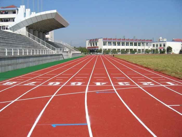 400米塑胶跑道的面积是多少