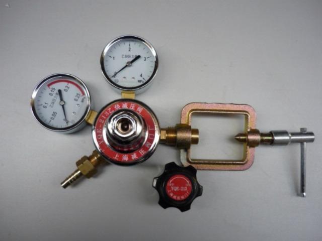 乙炔钢瓶减压阀(YQE-213)