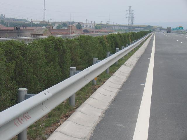 高速公路护栏_湖南省高速公路波形护栏板