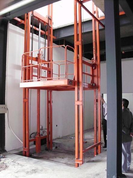 简易包装 产品详情        垂直升降货梯是一种非剪叉式液压升降平台图片
