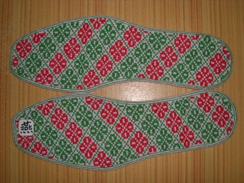 """本鞋垫为""""纯棉手工绣花鞋垫"""""""