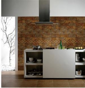 棕色木地板搭配墙砖图
