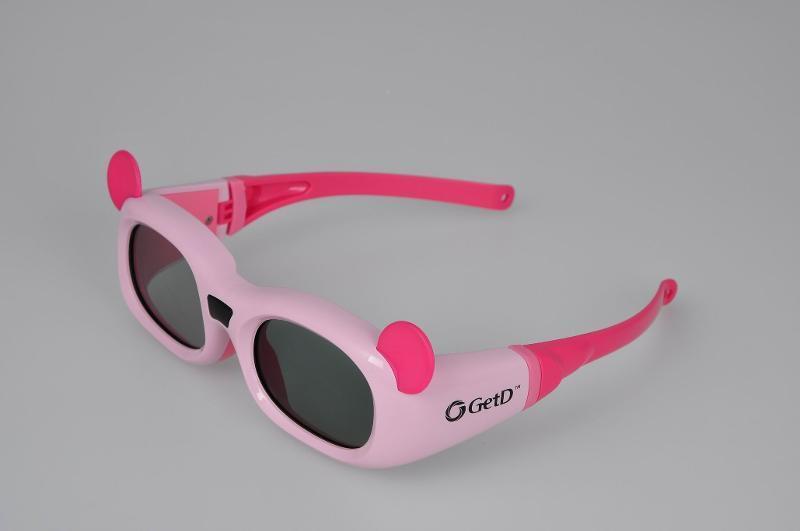 一,GETD影院3D眼镜产品描述:影院3D眼镜--GT600   GETD(给力)品牌影院3D眼镜,匹配用于3D数字影院,兼容用于全球所有主动式3D系统设备,自动识别无需人工操作。采用最新技术,佩戴方便舒适,可以折叠便于存储。舒适、人体工学设计;使用环保耐用的材料制造;有纽扣电池或可充电的锂电池两种选择。还可以匹配用于3DTV,3D影院,3D投影仪等。可令小朋友和家长一起在家里或电影院里等地方,获得身临其境的3D立体体验。孩子开心家长满意,一家人其乐融融,一起畅享3D新视界!   二,GETD影院3D