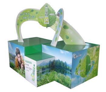 商场超市创意陈列大盘点 牛奶堆头创意陈列图片 超市堆头创意陈列比