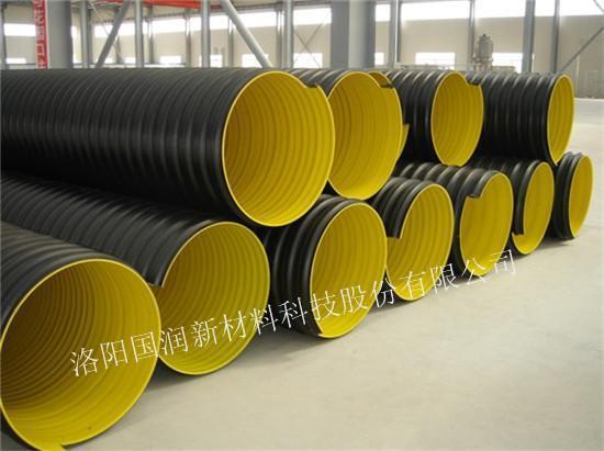 螺旋波纹管安装简便,连接工程量小,而水泥管,钢管等作为排污管道在安装过程中需要大量的人工成本,相对来说拉升了工程造价。螺旋波纹管的主要连接方法有电热熔带连接、热收缩带连接方法、热熔基础焊接方法。其中电热熔带连接最易操作。 使用热熔带连接时,两根螺旋波纹管之间,采用内壁上有电阻丝的聚乙烯热熔带,在通电情况下,电阻丝发热,使热熔带膨胀形成压力,界面两边的聚乙烯互相扩散,之后,冷却下来,两根螺旋波纹管得到充分的刚性连接。其中操作过程中,螺旋柏文广两次的杂物一定要清除干净,最好是使管道距离地面一定高度,二十公