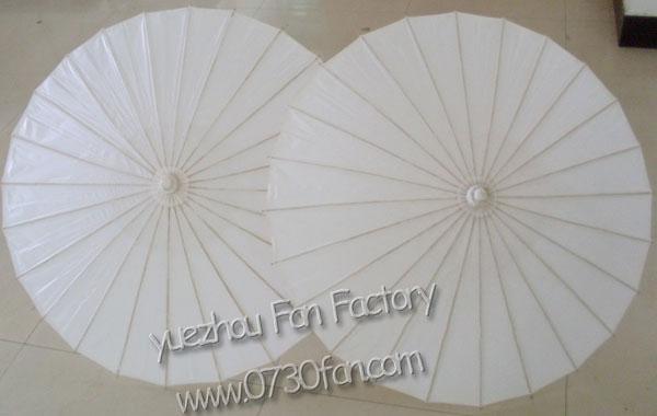 白色油纸伞