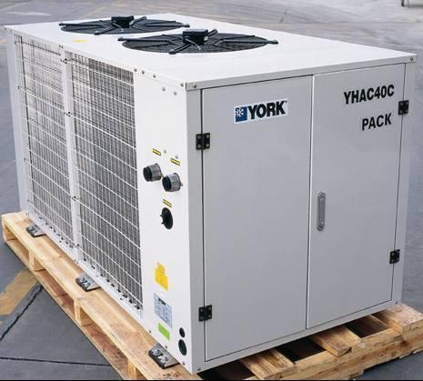 约克风冷式冷水机组图片