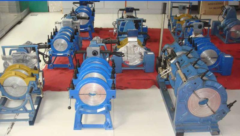 四环手动热熔对接焊机(BCJX63-160)      供应63-160手动对焊机详细信息功能与特点:   适用于DN63-160PE、PP等塑料管材的热熔对接。   由操作平台、夹具、加热板、铣刀四部分组成。   夹具采用单卡套结构,焊接特殊管件得心应手。      基本技术参数:   熔接规格:63、75、90、110、125、140、160   对接偏差:小于等于0.