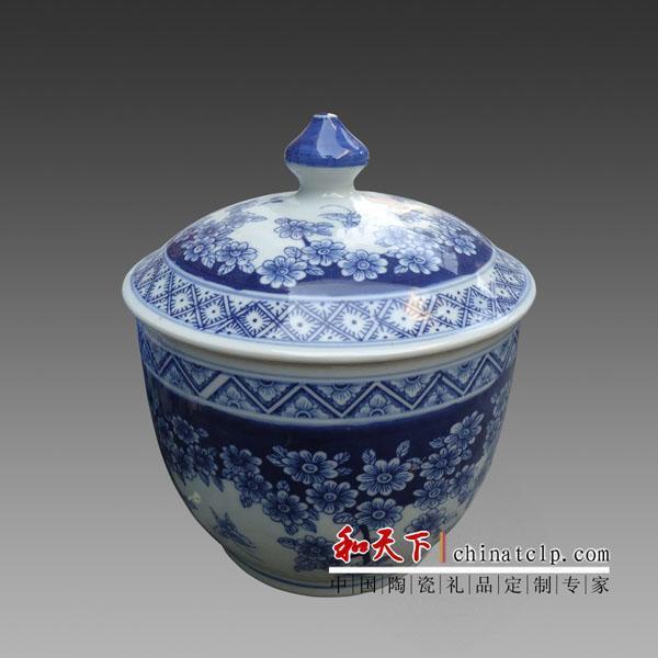 表面工艺: 彩绘 装饰图案: 山水花卉 用途: 家居装饰 器物种类: 罐子