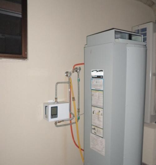 工作原理是控制系统给信号循环泵