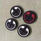 廠家批發 軟橡膠皮標 滴膠耳機孔滴塑商標-膠章耳機孔PVC膠黑間白