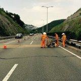 交通道路热熔线清除施工队 路面旧热熔线铲除工程