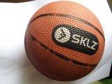 PU球产品概况:PU减压产品主要有:PU光面球、PU足球、PU篮球、PU棒球、PU橄榄球等。