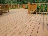 户外塑料木纹波纹地板格栅栏杆墙板装饰材料防滑防虫板材生产工厂