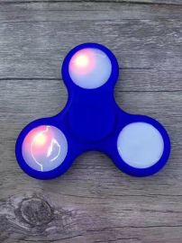 三角指尖陀螺随从手指玩具减压创意EDC玩具 夜光