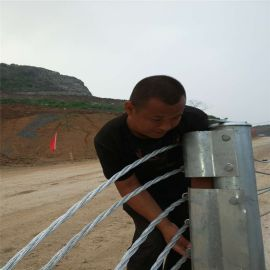 道路防撞护栏、公路缆索防撞护栏、钢丝绳护栏厂家