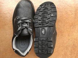 黑色PU底二层压花牛皮防砸绝缘耐油工作鞋劳保鞋防护鞋