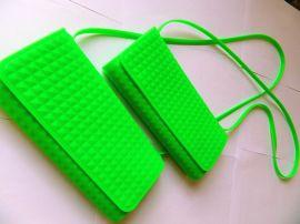 硅胶钱包厂家生产  各种各样的硅胶钱包 可来样来图纸订做 硅胶钱夹 硅胶化妆包  硅胶笔袋