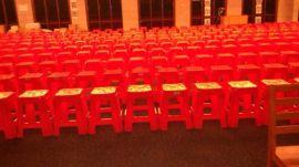 深圳四方塑胶凳红色塑料方凳会议喜庆活动户外塑料凳出租赁