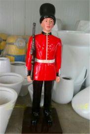 玻璃钢卡通 英国士兵 仿真雕塑 持枪英国卫士雕像定做