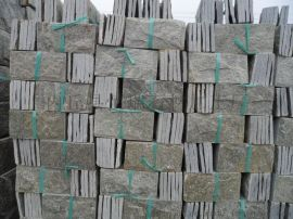 可用黑色、锈色、绿色、灰色生产,颜色可混合,特殊要求定做。常规如下:    1、多边形0.125平方/块,每块由6-8拼组成厚度为1-1.4CM板;    2