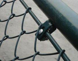 鐵棍組裝球場擋網施工技術,鋼筋體育場圍網安裝方法,卡扣螺絲圍網