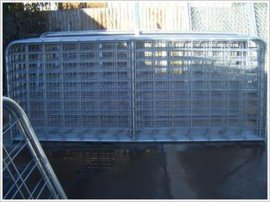 施工电梯门对电梯井口起到安全防护作用