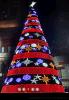 河北商场圣诞树定做 圣诞装饰真树缠灯墙体灯饰画