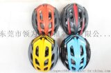 男人轻自行车头盔骑自行车的道路安全,头盔