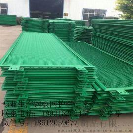 鋼板網防護網    拉伸網護欄    高速公路護欄網